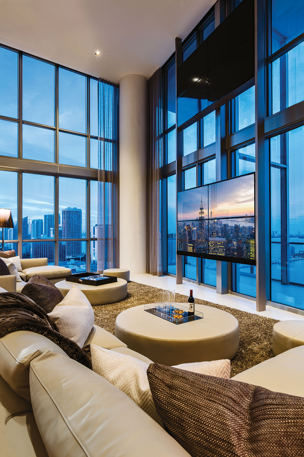 Designer Eric Dyer devised a custom two-story rack designed to house two televisions without distracting from the stunning views. A lower-level TV provides entertainment in the main social spaces, while a second unit floats above for viewing from the master suite.